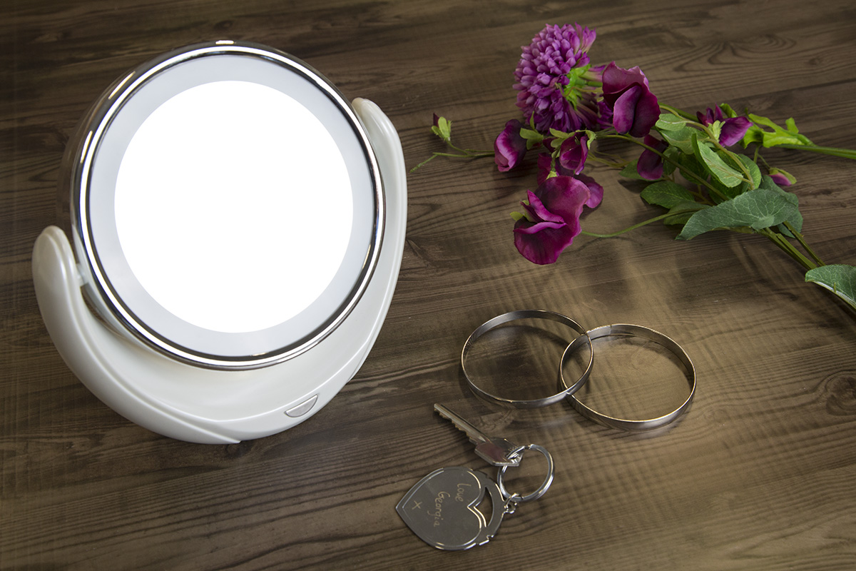 The Sympler Dual Sided Mirror Magnification Ledlight Skincare