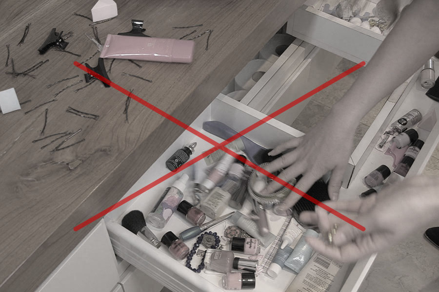 Full drawers and lost products, find them easily with the Sympler revolving make up storage, the as seen on tv make up storage that spins and comes apart